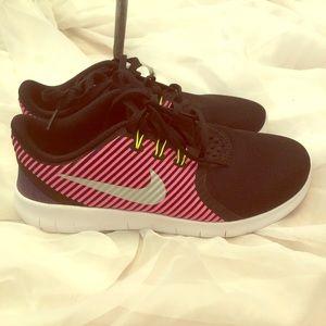 Nike sneakers size 6Y